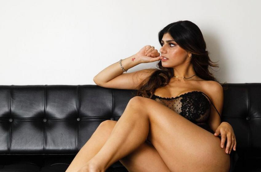 Pornstar Mia Khalifa undergoes surgery for puck-ruptured breast implant