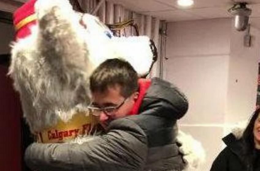 David Rittich arranges heartwarming surprise for his autistic brother.