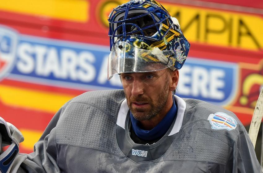 Lundqvist scratch at World Cup raises injury concerns.