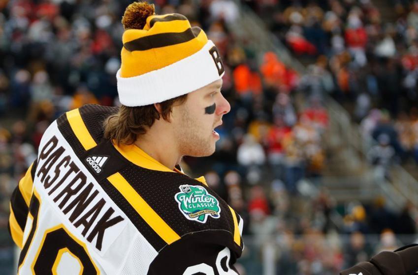 Pastrnak ties it up, mocks Blackhawks with goal celebration