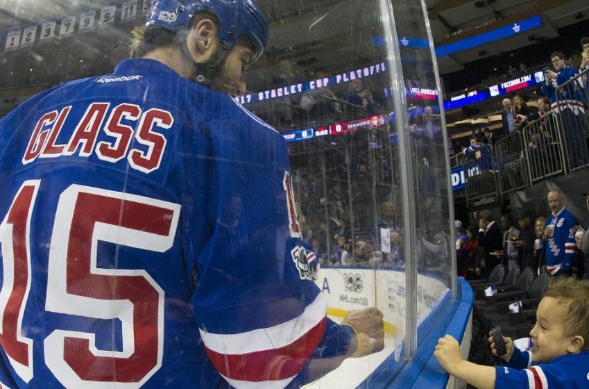 Rangers bring back tough guy Tanner Glass.