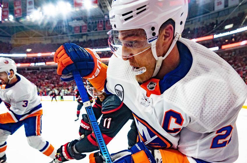 Report: Anders Lee to meet with three NHL teams