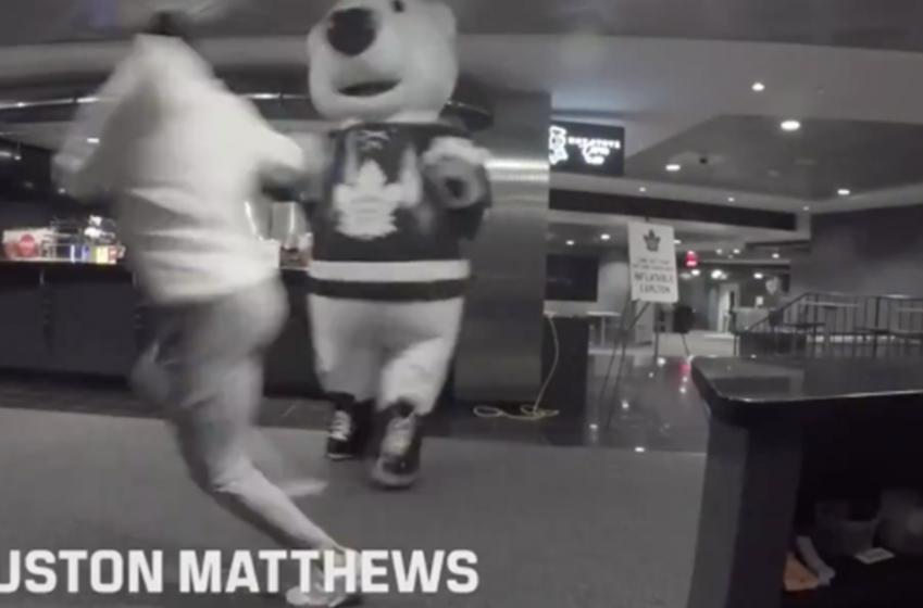 Auston Matthews screams like a little girl in Leafs Halloween prank video