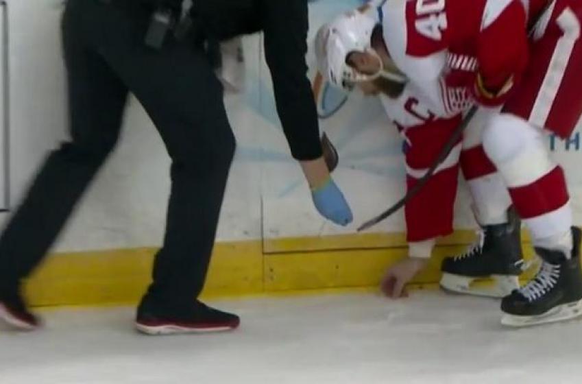 Watch as Henrik Zetterberg picks up Pavel Datsyuk's teeth off the ice.