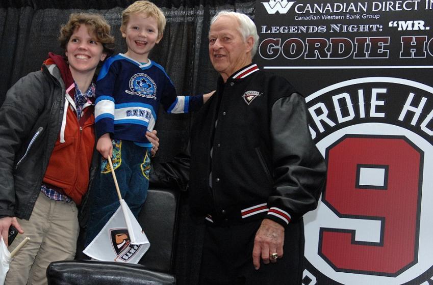 Report: Red Wings will honor Gordie Howe on their jerseys this season.