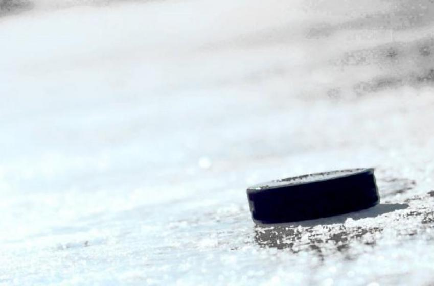 Tarasenko scores on the breakaway with 6 Stars player on the ice.