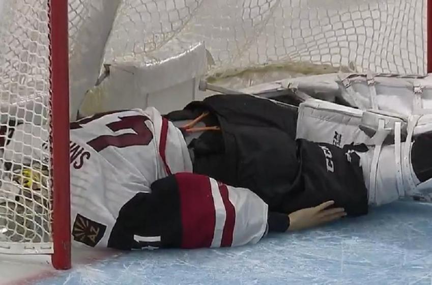 Goalie leaves game with bad looking injury