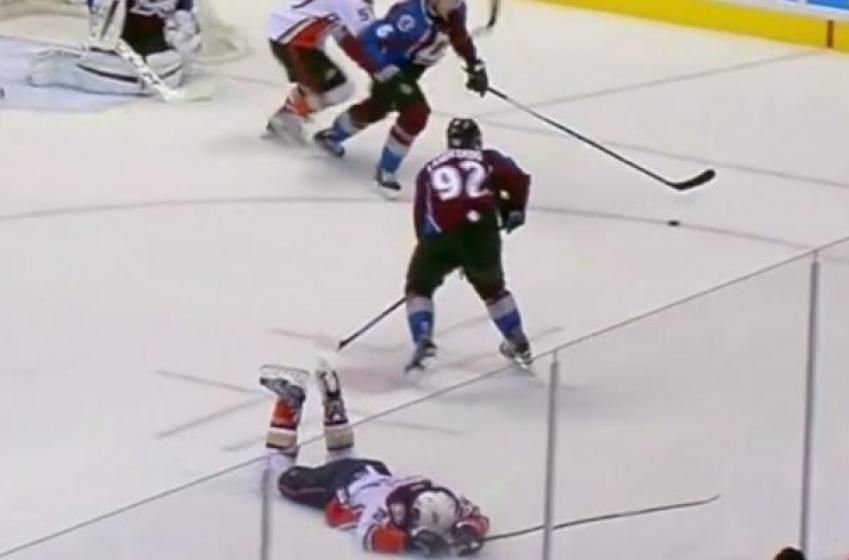 Gabriel Landeskog delivers a vicious crosscheck to the head