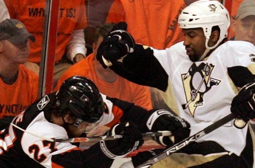 Report: Former NHL enforcer 'jokes' about hanging himself.