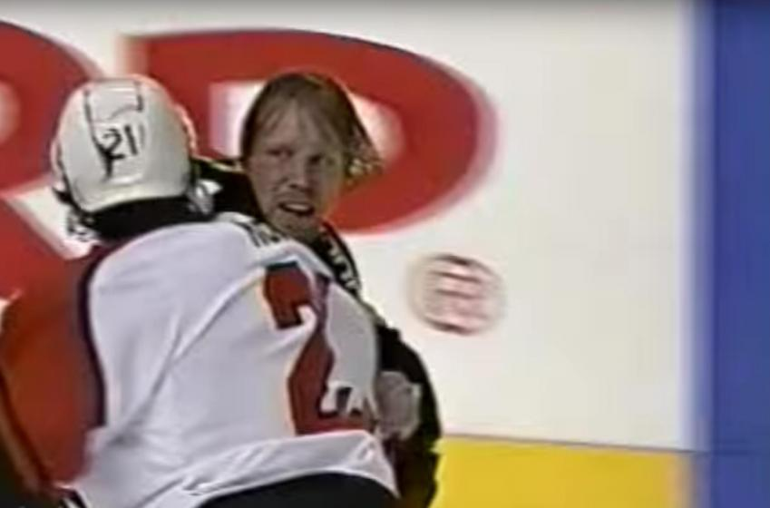 VINTAGE : All out war between Hawks and Flyers goons!
