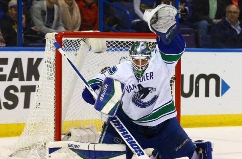 Report: Canucks sign goaltender to multi-year deal.