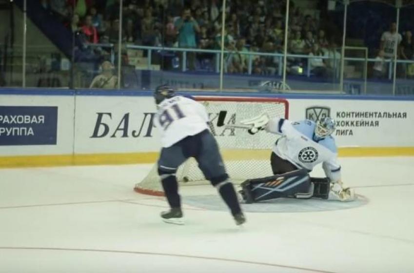 NHL superstar pulls an unfair trick on unsuspecting goalie.