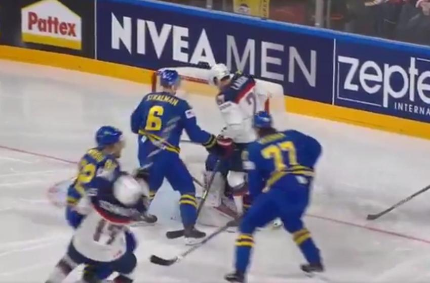 BREAKING : Landeskog ANNIHILATES Hawks' star at World with dangerous late hit.