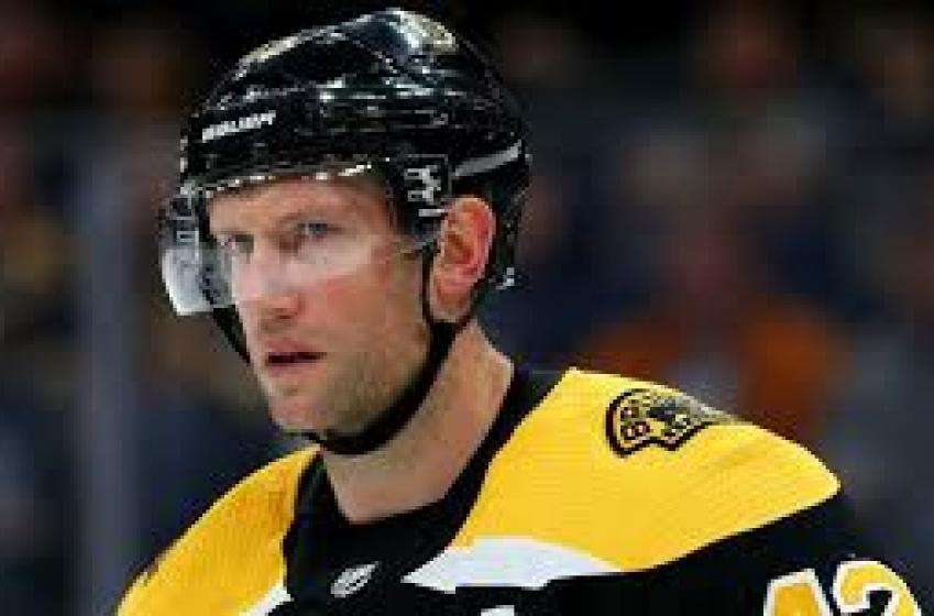 Bruins waive David Backes
