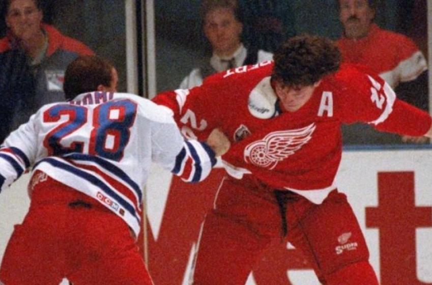 Throwback: Bob Probert knocks out Tie Domi!