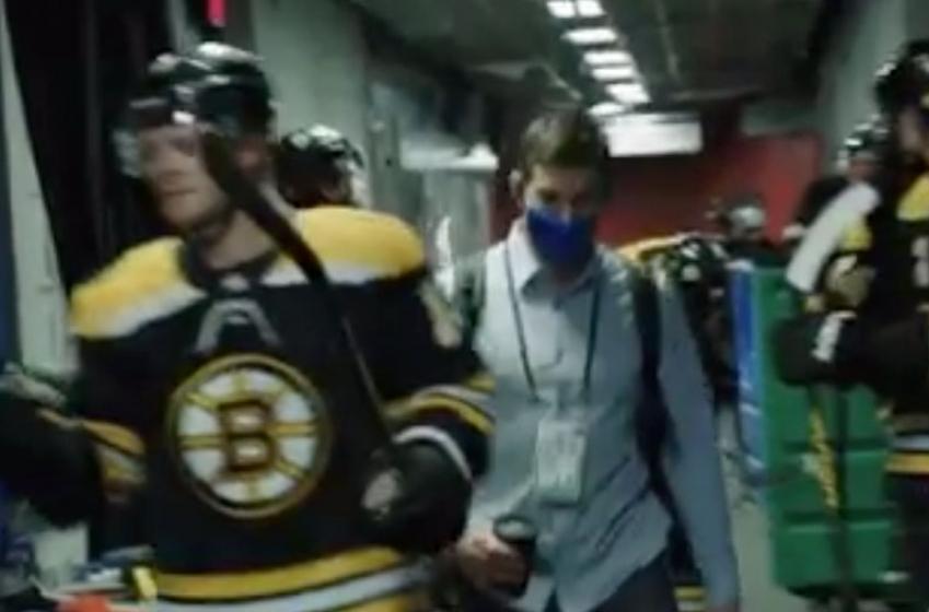 John Tavares crashes Bruins' pregame ritual!