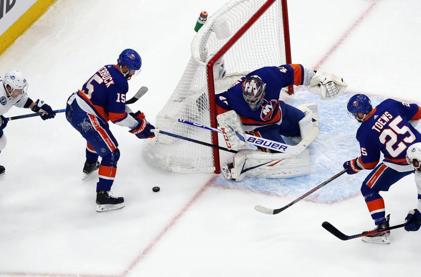 Islanders & Lightning combine for 3 goals in 27 seconds in Game 4.