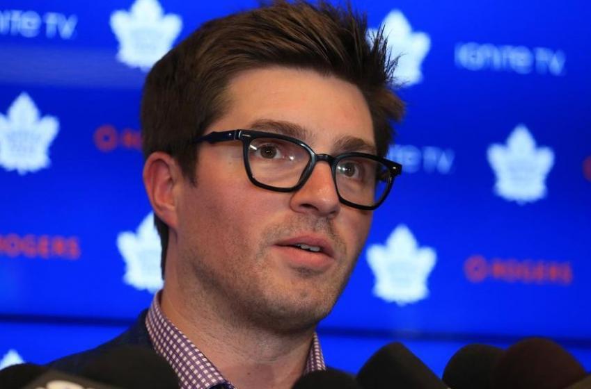 Toronto journalist Steve Simmons throws shade at Kyle Dubas.