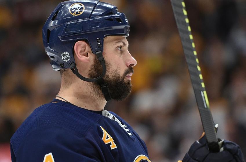 Maple Leafs sign Zach Bogosian.